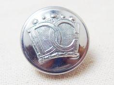 Devon General Bus Companyのロゴが入った銀ボタンです。バス会社のユニフォームボタンもイギリスのデザインは素敵です。