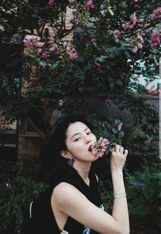 Beautiful Chinese Women, How To Pose, Korean Artist, Asia Girl, Aesthetic Art, Pretty Face, Girl Crushes, Asian Beauty, Eye Candy