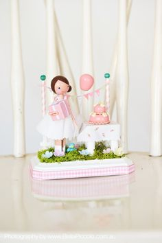 Peg doll cake topper *gasp* love it!