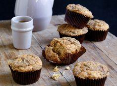 Sprø topping og myke inni. Server gjerne disse muffinsene som en del av søndagsfrokosten.     Oppskrift og foto er hentet fra Ida Gran-Jansens kokebok «Fristelser» (Gyldendal).