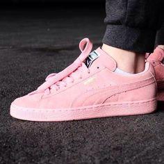d1b243bcdf9 Sneakers femme - Puma Suede pink Pic by hannahmachtbilder Puma Suede