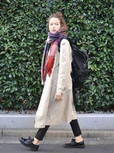 YvesSaintLaurentのトレンチコートを使ったlubbshopのコーディネートです。WEARはモデル・俳優・ショップスタッフなどの着こなしをチェックできるファッションコーディネートサイトです。 Fall Outfits, Casual Outfits, Fasion, Autumn Fashion, Raincoat, Autumn Style, Street Style, Chic, My Style