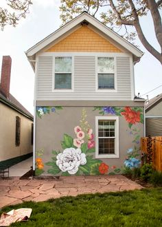 Murals by Yulia Avgustinovich seen at Private Residence, Denver - Flower Wall Mural Graffiti Wall Art, Mural Wall Art, Outdoor Wall Art, Outdoor Walls, Flower Mural, Backyard Projects, Floral Wall, House Painting, Fence Painting