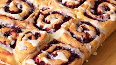 Cranberry Orange Rolls Recipe by Kim. A different take on sticky cinnamon rolls! I like to frost these cranberry buns with a simple vanilla glaze, but feel free to use any kind of icing you like! Breakfast Recipes, Dessert Recipes, Brunch Recipes, Breakfast Bites, Dessert Bread, Healthy Desserts, Cocktail Recipes, Orange Rolls, Deserts