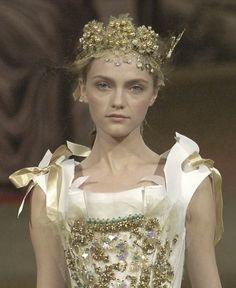 lavandula:  vlada roslyakova at christian lacroix haute couture spring/summer 2006