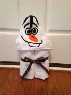 Olaf towel Olaf hooded towel snowman towel by DazzlingInGrace Machine Embroidery Projects, Machine Embroidery Applique, Embroidery Designs, Olaf Halloween, Disney Applique, Hooded Bath Towels, Household Items, Snowman, Hoods