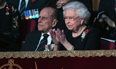 Queen and Philip delay Sandringham trip due to `heavy colds´