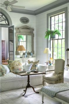 When so many things are perfect, you need fewer things. I particularly love the simple pillows. Designer: Furlow Gatewood. Photographer: Rod Collins.