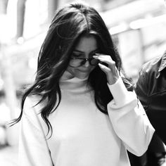 Imagen de selena gomez, beauty, and black and white