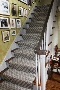 a beautiful flat weave stair runner @dilwynedesigns  #stairrunner #flatweave #gray #geometric #transitional #steps #classicdesign
