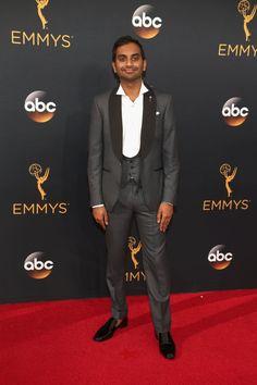 Régalez Vous Avec ces Photos de Célébrités en Costard Sur le Tapis Rouge des Emmy Awards Aziz Ansari