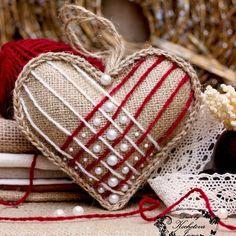 """Встречайте новую серию валентинок-подвесок из мешковины и кружева . Первая валентинка из серии """"Красное и белое"""". #валентинка #сердце #мешковинавдекоре #мешковина #подвеска #деньсвятоговалентина #валентин #decor #decorbykochetova #decoration #heart #burlap #stvalentin #valentines #valentine #valentineday #homedesign #homedecor #фото #фотопроект #фотограф #фотосессия #photos #photoproject #illichevsk by kochetova.inna"""