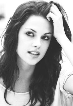 She looks really pretty in this picture!  Kirsten Stewart