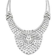 Un collier en diamants Van Cleef & Arpels commandé par la Reine Nazli d'Egypte à l'occasion du mariage de sa fille la Princesse Fawzia avec le Shah d'Iran Mohammad Reza Pahlavi le 15 Mars 1939