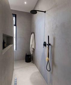 Zwarte douche - Lilly is Love Minimalist Bathroom Design, Bathroom Design Luxury, Home Interior Design, Rustic Bathroom Designs, Modern Farmhouse Bathroom, Bathroom Toilets, Small Bathroom, Casa Patio, 230