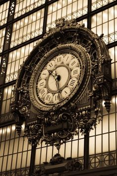 Musee D'orsay - the original clock that still hangs in the former train station