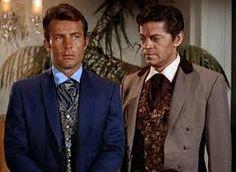 James West e Artemus Gordon eram dois agentes secretos, no seriado que era uma versão à cavalo de James Bond, conforme palavras de seus criadores. As tramas envolviam espionagem e ficção científica. Vocês se lembram do trem que eles usavam?