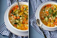Die herzhafte Gemüsesuppe ist ein schneller, gesunder Klassik. Mit viel gutem Gemüse wärmt dieses bunte Süppchen dich auf die leichte Art.