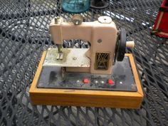 antique Flare Battery powered Child's Sewing Machine! Works 1940s 50s - http://hobbies-toys.goshoppins.com/vintage-antique-toys/antique-flare-battery-powered-childs-sewing-machine-works-1940s-50s/