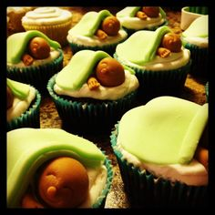Baby shower cupcakes...