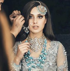 bridal jewelry for the radiant bride Indian Bridal Makeup, Bridal Makeup Looks, Bridal Looks, Asian Bridal Wear, Pakistani Wedding Outfits, Pakistani Bridal Dresses, Pakistani Makeup Party, Pakistani Bridal Jewelry, Pakistan Wedding