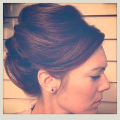 40's style. Curls. Vintage updo.