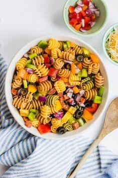 Rainbow Pasta Salad - Easy and Colorful Pasta - Perfect for Potlucks Easy Pasta Recipes, Pasta Salad Recipes, Healthy Salad Recipes, Healthy Foods To Eat, Potluck Dishes, Pasta Dishes, Tahini, Granola, Mozzarella
