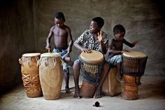 Children in Okurase in Ghana play traditional drums African Drum, African Dance, Drums Beats, Rap Beats, Motif Music, Festivals Around The World, Art Africain, We Are The World, African Culture
