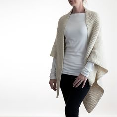 Grab this FREE Shawl Knitting Pattern. Oversized. Comfy-Cozy. Elegant. Classic. Simple. Chic. Super easy to memorize 4 row repeat ;)