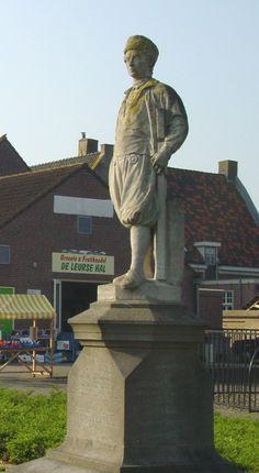 Standbeeld van de turfschipper Adriaan van Bergen, burger van Etten-Leur. Hij hielp in de Tachtigjarige oorlog de Prins van Oranje om met een list Breda te heroveren. OPgericht in 1904 aan de Leurse Haven in Etten-Leur-Noord. Beeldhouwer Bart van Hove.