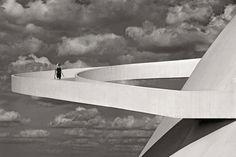 Oscar Niemeyer in Brasilia. photo by Olaf Heine Oscar Niemeyer, Olaf, Black White Photos, Black And White, London Photos, Brutalist, Interior Architecture, France, Pictures