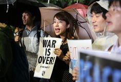 安保法案:学生ら「憲法守れ!」 国会前で抗議活動 - 毎日新聞