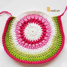 Chart móc túi dâu tây ngọt ngào đốn tim chị em chúng mình Crochet Handbags, Crochet Purses, Crochet Pouch, Knit Crochet, Crochet Bag Tutorials, Crochet Market Bag, Baby Sweaters, Crochet Clothes, Crochet Earrings