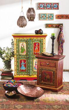 El carácter único de los espacios se logra con la fusión del metal y la madera. #Easy #EasyChile #TiendaEasy #Oriental #PassportToOrient #Decoración #Estilo #Deco #Hogar #Concurso #ConcursoEasy Global Style, Décor Ideas, Hippie Chic, Vintage Home Decor, Decoration, Furniture Decor, Boho Decor, Mandala, Shelves