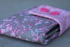 I love quick sewing projects! Here is a 30 minute tablet sleeve I made for my Ipad Mini. Its a simple cushioned case with a Velcro strap closure. I am not exaggerating when I say 30 minutes. Taking the pictures took way more time than the actual project. You really don't need a pattern for …