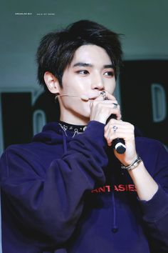 I'm crushing on Taeyong so hard even though my bias is Mark. There's just something about Taeyong's eyes.