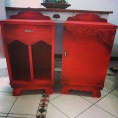 Mesas de luz antiguas .. color tomate envejecidas .. belleza!!