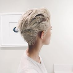 Blonde Pixie Cut - 90 Classy and Simple Short Hairstyles for Women over 50 - The Trending Hairstyle Short Hair Cuts For Women, Short Hairstyles For Women, Blow Out Short Hair, Trendy Haircuts, Short Haircuts, Medium Hair Styles, Curly Hair Styles, Short Blonde Pixie, Pixie Haircut