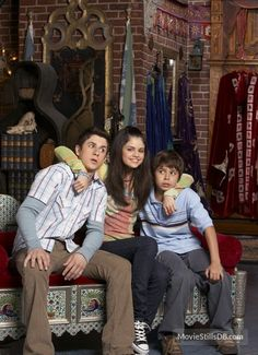 Wizards of Waverly Place promo shot of Selena Gomez, Jake T. Austin and others