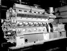 EMD diesel engine with reversing reduction gear. Locomotive Engine, Diesel Locomotive, Steam Turbine, Marine Engineering, Boat Engine, Combustion Engine, Heavy Machinery, Tug Boats, Iron Age