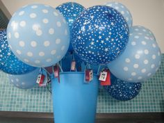 Ballonnen trakteren op de creche. Balloon birthday treat for daycare
