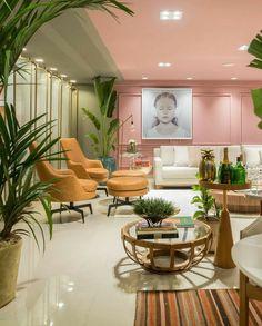 Exterior Design, Interior And Exterior, Deco Rose, Pastel House, Salon Interior Design, Home Room Design, Pink Walls, Dream Decor, House Rooms