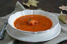 Vellutata di zucca al pomodoro con gamberi alla paprika