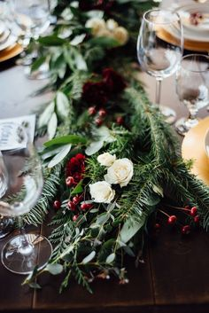 Winterberry & Evergreen Wedding Inspiration|Photographer: Rebecca Anne Photography