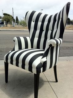 Black And White Striped Chair For Living Room — Equutrails Homes Funky Furniture, Unique Furniture, Gothic Furniture, Black Furniture, Casa Halloween, Striped Chair, Goth Home Decor, Gothic House, Decoration Design