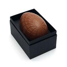 Ovo de Páscoa clássico com as opções de recheio de chocolate ao leite, chocolate branco, gianduia ou marshmellow. FOUND IT! - Presentes especiais para todas as ocasiões.