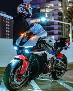 Yamaha Motorcycles, Yamaha Yzf R1, Motorcycle Posters, Motorcycle Bike, Yamaha Sport, Cb 1000, Custom Sport Bikes, Zx 10r, Super Bikes