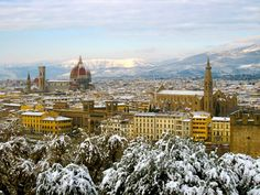 It rarely snows in the city center of Florence, but when it does, it is beautiful!