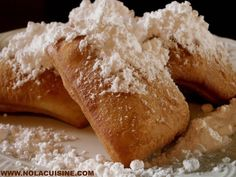From Nola Cuisine If you haven't been to New Orleans you've probably never eaten a Beignet, but you've probably had something similar. Cafe au Lait and Beignets, is New Orleans fo… Beignets, Just Desserts, Delicious Desserts, Yummy Food, Disney Desserts, Small Desserts, Tasty, Mardi Gras, Beignet Recipe