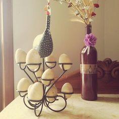 Porta ovos. Lindo, não?  #artesanato #artesanatomineiro #decoração #foradesérie #cozinha #portaovos #galinha #decoracao #foradeserie #artesanatos #artesanatoemmadeira